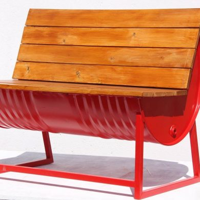 Red drum bench for two with wooden sitting